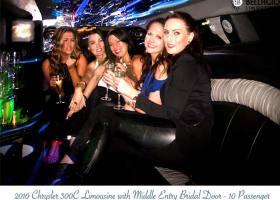 Limousines-in-perth-2bellagio-white-chrysler-limos-10-passenger-interior-1