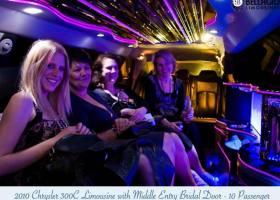 Limousines-in-perth-2bellagio-white-chrysler-limos-10-passenger-interior-3