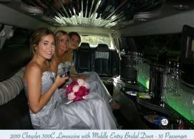 Limousines-in-perth-2bellagio-white-chrysler-limos-10-passenger-interior-5