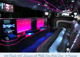 Limousines-in-perth-2bellagio-white-chrysler-limos-10-passenger-interior5