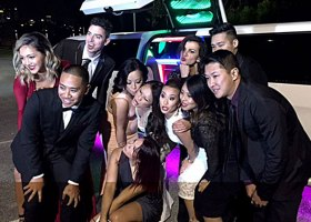 limousines-with-middle-jet-bridal-doors-in-perth