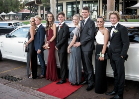 School-ball-limos-photo-stop-in-kings-park-by-bellagio-limousines