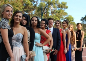 white-chrysler-limousine-in-perth-for-10-passengers-bellagio-limousines